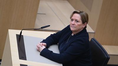 Susanne Eisenmann, Spitzenkandidatin der CDU, sitzt nach den ersten Hochrechnungen der Landtagswahlen in Baden-Württemberg im Plenarsaal. +++ dpa-Bildfunk +++
