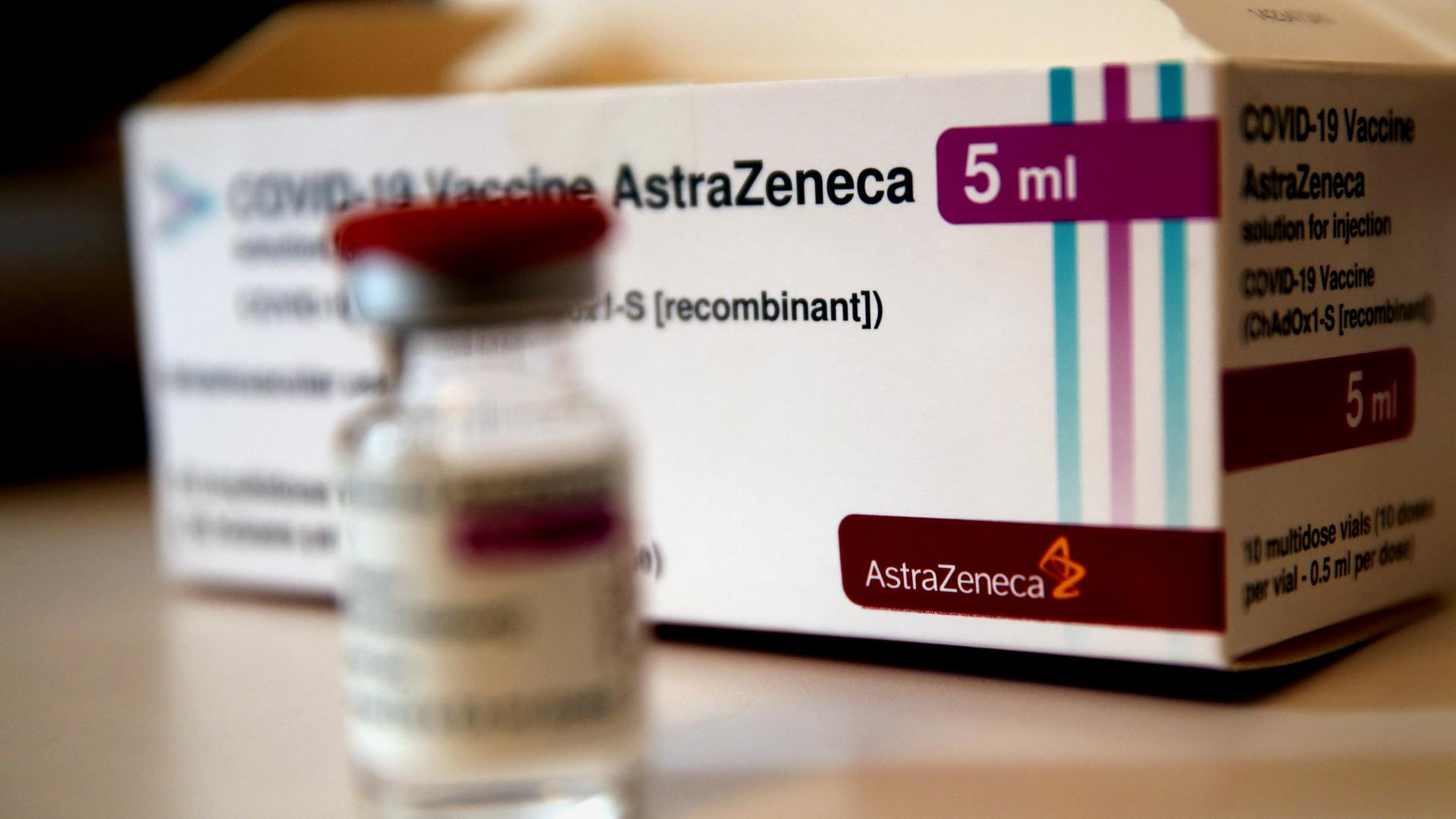 Impstoff gestoppt: Das Corona-Vakzin des schwedisch-britischen Pharmakonzerns Astrazeneca wird in Deutschland vorerst nicht verabreicht, was zur Absage von Hunderten Impfterminen in der Region geführt hat.