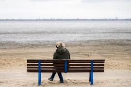 Als soziale Wesen haben die Menschen ein fundamentales Bedürfnis, mit anderen zusammen zu sein. Doch die Zahl der Einsamen in der Gesellschaft steigt, weswegen die Politik handeln muss.