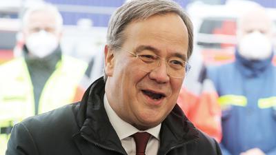 Armin Laschet, Ministerpräsident von Nordrhein-Westfalen, äußert sich nach einem Besuch eines Drive-In-Impfzentrums im Ennepe-Ruhr-Kreis. Der CDU-Vorsitzende hat seinen heftig umstrittenen Vorstoß für einen «Brücken-Lockdown» verteidigt. +++ dpa-Bildfunk +++