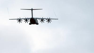 Sollte die Rettung bringen: Mit dem Bundeswehr-Flugzeug vom Typ Airbus A400M sollten einige Menschen aus Kabul evakuiert werden. An Bord waren beim ersten gelungenen Versuch aber lediglich sieben Personen.