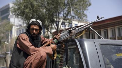 Die Bedrohung ist eingetroffen: Die radikals-islamischen Taliban haben Kabul besetzt. Aus der Hauptstadt sind seitdem Bilder der Angst überliefert: Am Flughafen fallen Schüsse, Menschen stürmen in die Flugzeuge. Andere bangen in der Innenstadt um ihr Leben.