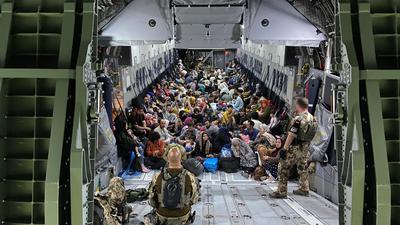 Die Bundeswehr hat weitere deutsche Staatsbürger und afghanische Ortskräfte aus Kabul gerettet und möchte solange Menschen ausfliegen, wie es die Sicherheitslage erlaubt.