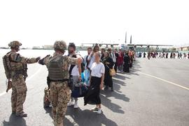 Geplatzte Träume vom Leben in Sicherheit: Die Bundeswehr hat es während ihrer Evakuierungsaktion auf dem Flughafen Kabul nicht geschafft, alle gefährdeten afghanischen Ortskräfte nach Deutschland auszufliegen.