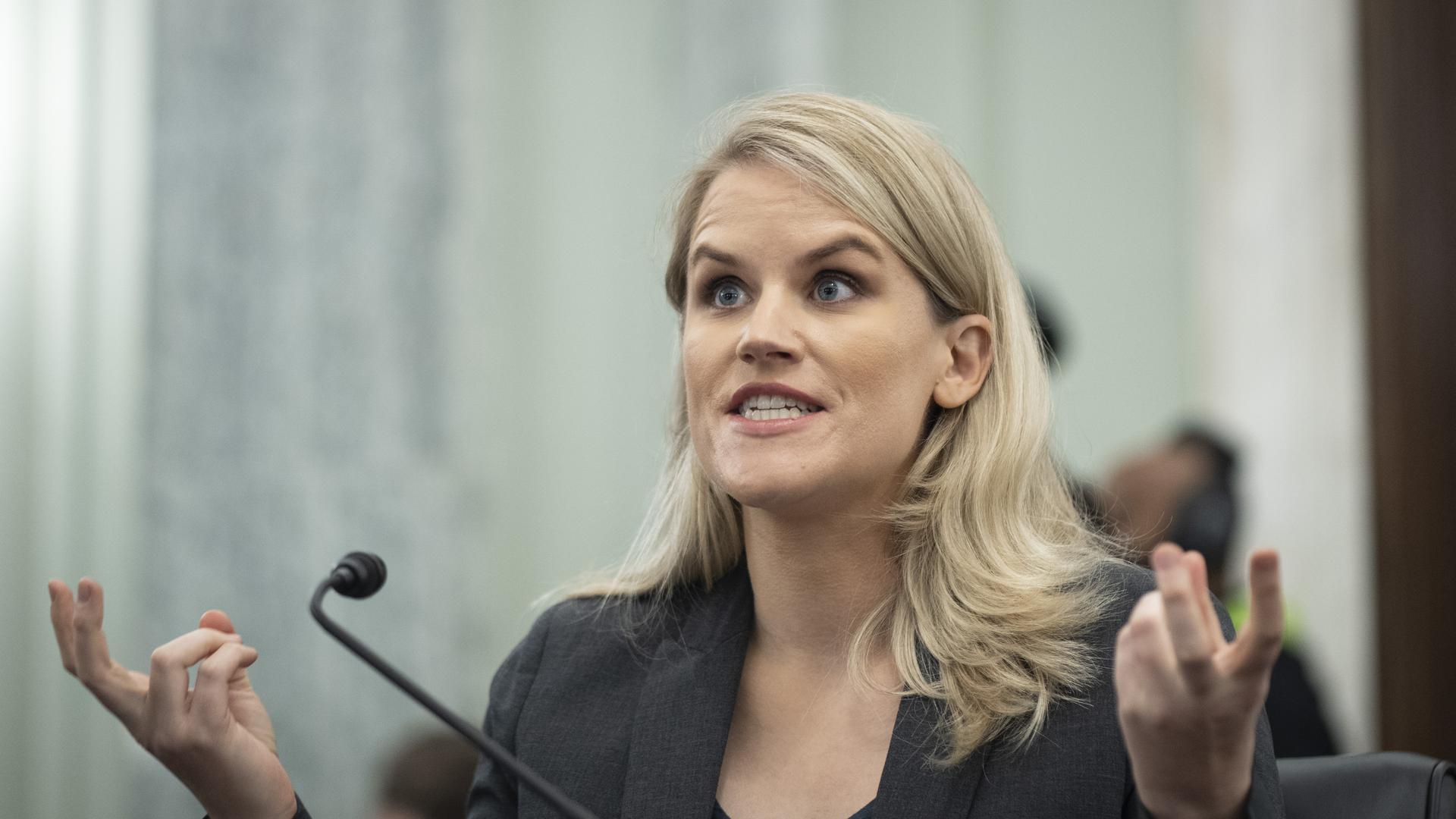 Frances Haugen, ehemalige Facebook-Mitarbeiterin und Whistleblowerin, sagt während einer Anhörung des Senatsausschusses für Handel, Wissenschaft und Verkehr auf dem Capitol Hill aus.