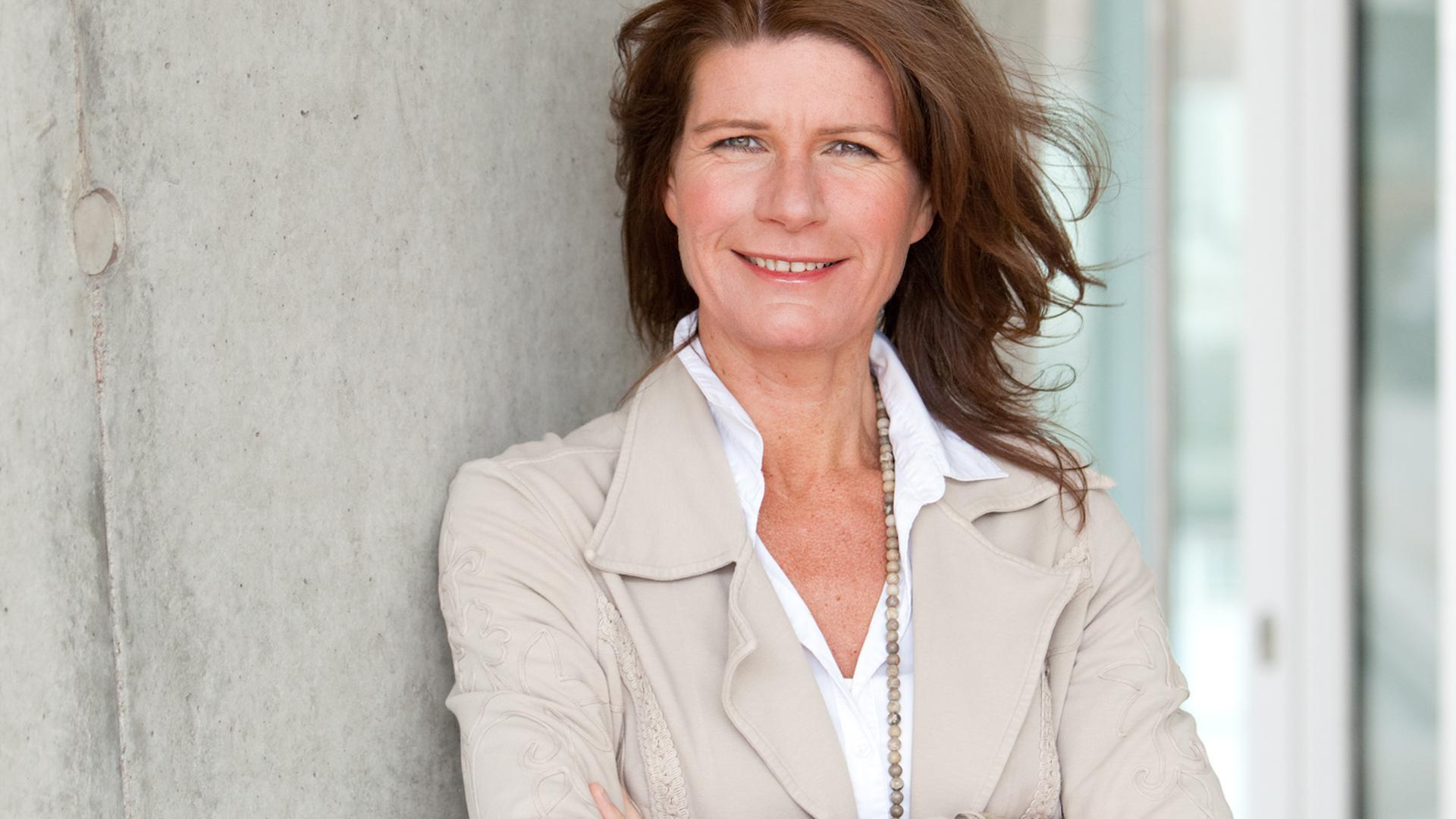 """Claudine Nierth, Künstlerin und Politikaktivistin, Autorin des Buches """"Die Demokratie braucht uns!"""""""