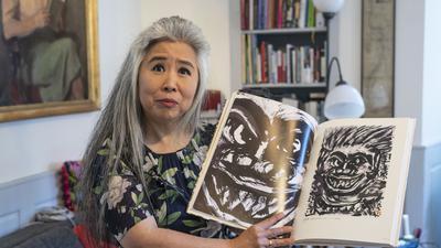 Die in Kürnbach lebende japanische Musikerin Eriko Takezawa-Friedrich zeigt ein Bild, das ihr Großvater Tan-ichi Takezawa gemalt hat. Es stellt einen Überlebenden des Atombomben-Abwurfs auf Hiroshima dar.