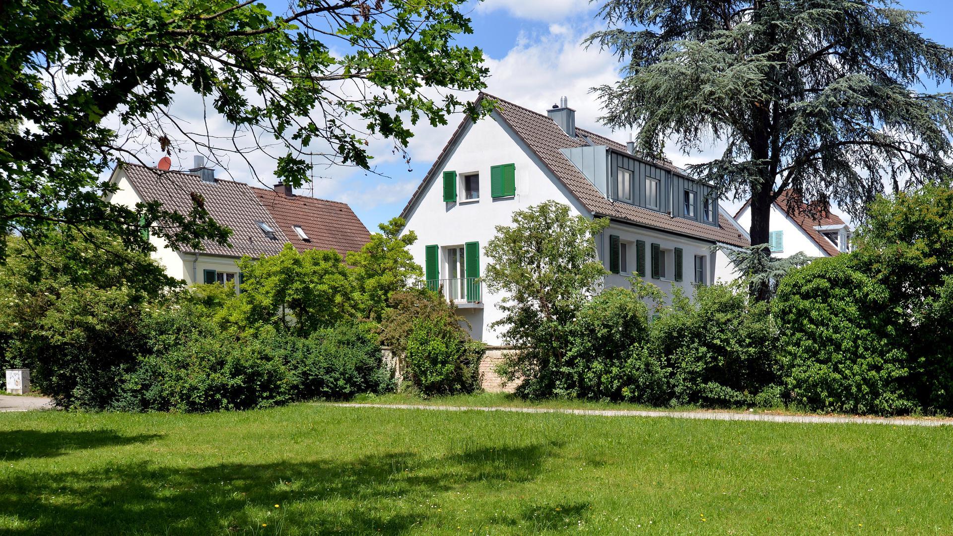 In den Formen der traditionellen Moderne wurde in der Siedlung  Dammerstock in Karlsruhe nach 1933 weitergebaut.