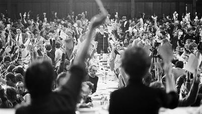 Abstimmung anlässlich des Gründungsparteitages der - Grünen - in Karlsruhe
