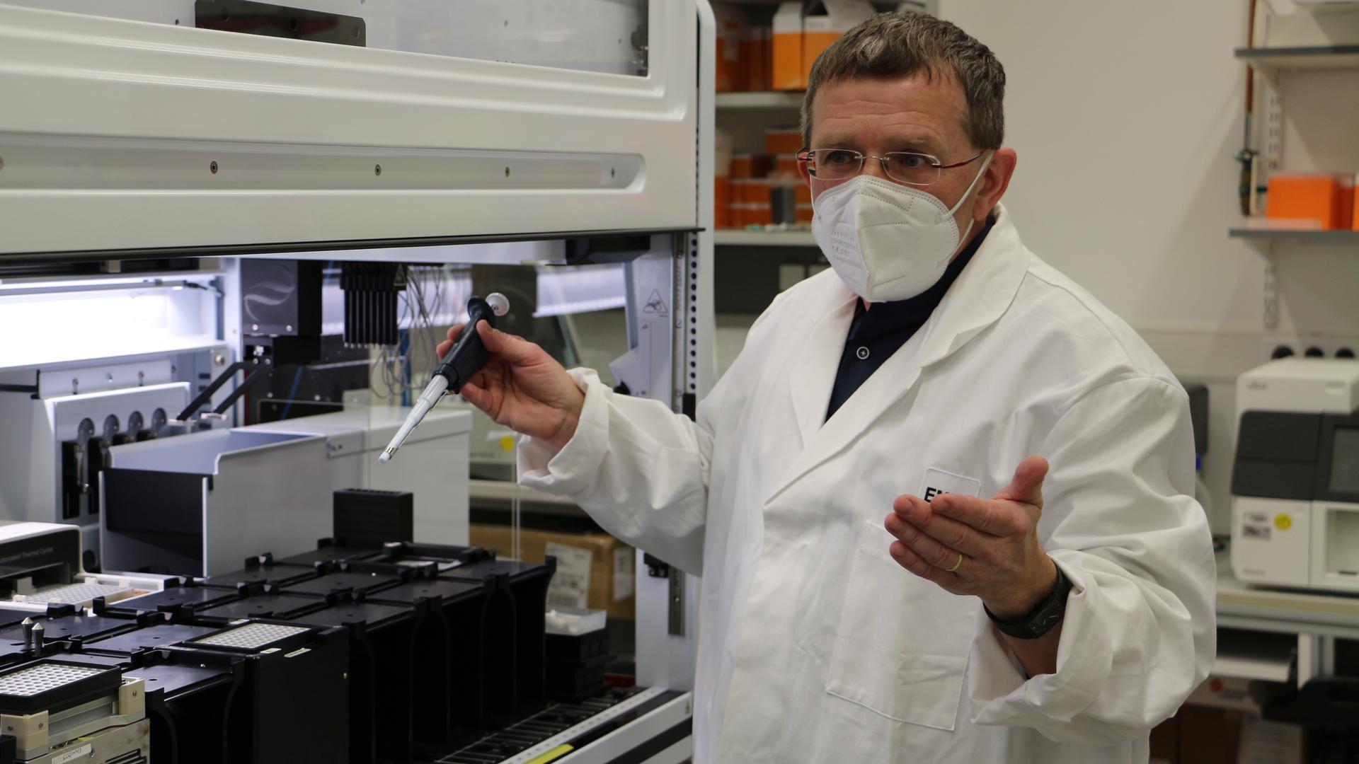 Auf der Spur der Mutanten: In einigen Labors in Baden-Württemberg, wie hier im EMBL Heidelberg, werden positive Corona-Testproben analysiert, um besser zu verstehen, wie und wo sich die Infektion ausbreitet.