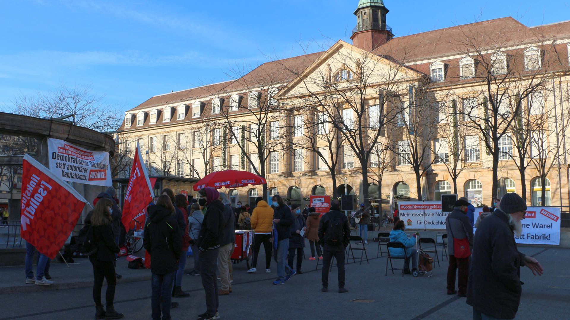 Heiße Suppe für etwa 100 Zuhörer: Die Wahlkampagne der Linkspartei für die Landtagswahl in Baden-Württemberg startete am Samstag mit einer Kundgebung auf dem Stephansplatz in Karlsruhe.