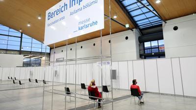 Impfzentrum in Halle 2 der Messe Karlsruhe