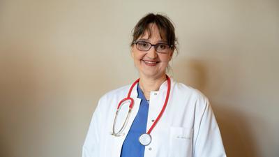 Lachen und heilen: Die Kinderärztin Sibylle Mottl-Link nutzt gerne Handpuppen in ihrer Arbeit und erklärt Kindern in unterhaltsamen Büchern, wie sich Krankheiten besiegen lassen.