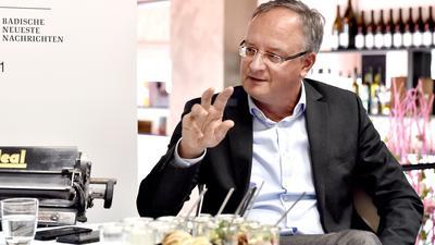 19.08.2021 Interview SPD-Landes- und Fraktionsvorsitzender Andreas Stoch in der BNN-Lounge Majolika, Karlsruhe
