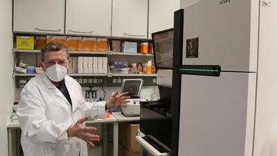 Mehr als 1.500 Corona-Proben sequenziert: Vladimir Benes, Genlaborchef am EMBL in Heidelberg, kann manche Rätsel der Virus-Mutanten entschlüsseln.