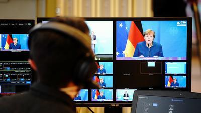 Bundeskanzlerin Angela Merkel (CDU) gibt zu Beginn der digitalen Pressekonferenz bei der Winterklausur der CSU-Landesgruppe im Bundestag ein Statement zu den Ereignissen in Washington mit dem Sturm von Trump-Anhängern auf das Kapitol ab.