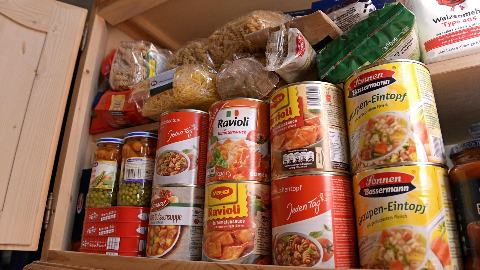 Noch oft vernachlässigt: Zur individuellen Vorsorge für Katastrophenfälle gehört ein Vorrat an lange haltbaren Lebensmitteln und Getränken.