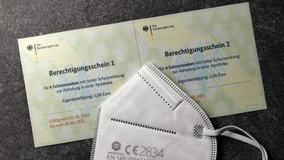 Die Bundesdruckerei hat fälschungssichere Berechtigungsscheine für FFP2-Masken an die deutschen Krankenkassen verschickt. Wenn die Versicherten diese Gutscheine bekommen haben, können sie sich damit FFP2-Masken oder andere gleichwertige Masken in der Apotheke holen. Themenbild, Symbolbild *** Bundesdruckerei has sent out forgery-proof authorization vouchers for FFP2 masks to German health insurance companies Once insured persons have received these vouchers, they can use them to obtain FFP2 masks or other equivalent masks from pharmacies Topic image, symbol image Foto:xC.xHardtx/xFuturexImage