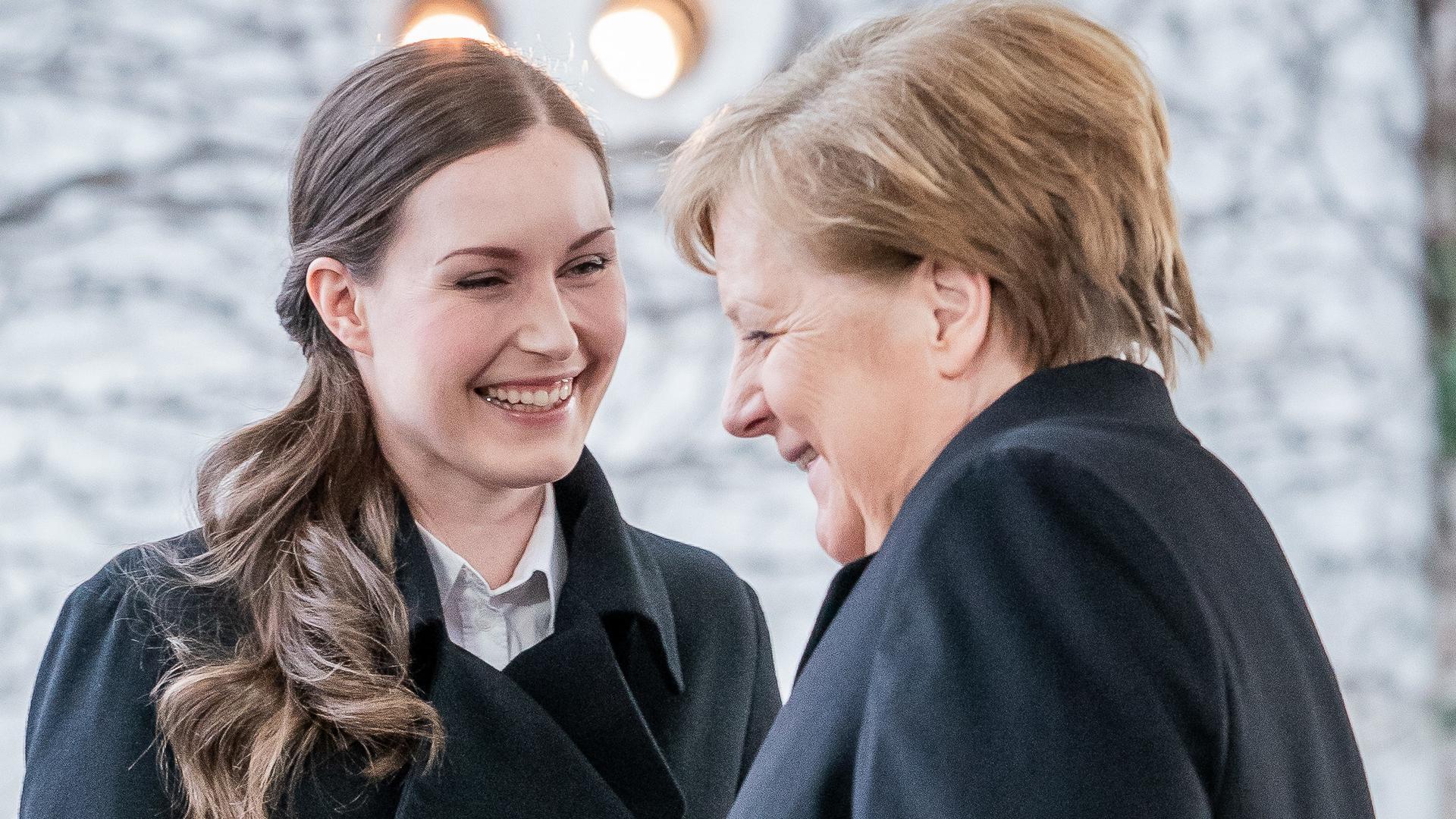 Herzliicher Umgang: Kanzlerin Merkel und die finnische Ministerpräsidentin Sanna Marin.