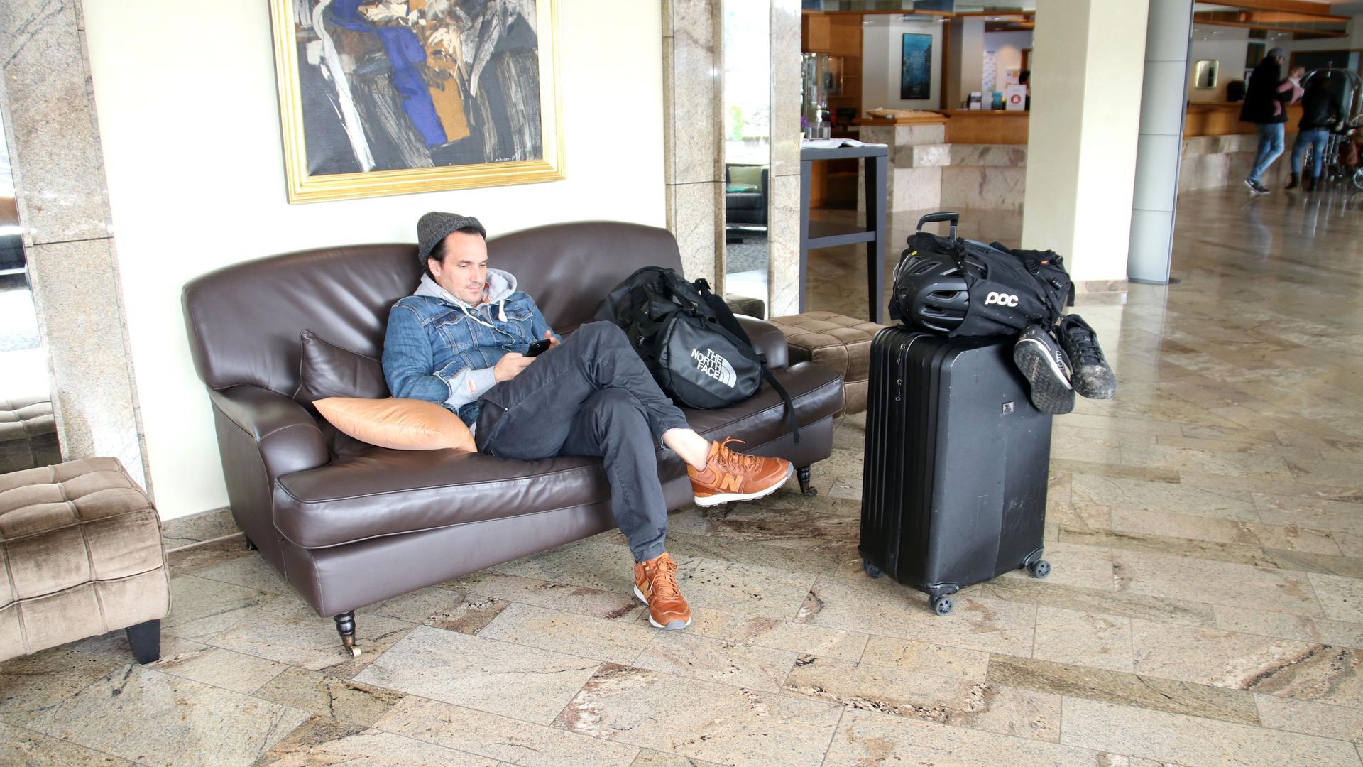 Auf gepackten Koffern: Nur noch wenig Gäste haben die Hotels in Baden. Die Häuser, wie hier das Parkhotel in Pforzheim, haben mit zahlreichen Stornierungen zu kämpfen. Zum Teil sind nur noch 20 Prozent der Betten belegt.