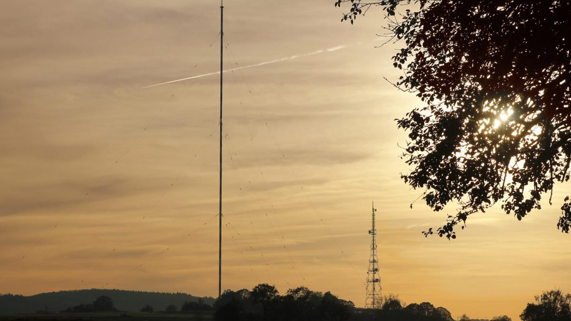 Wie ein Strich in der Landschaft steht der Mittelwellensender über Mühlacker. Doch die Tage der 273 Meter hohen Stange sind gezählt.