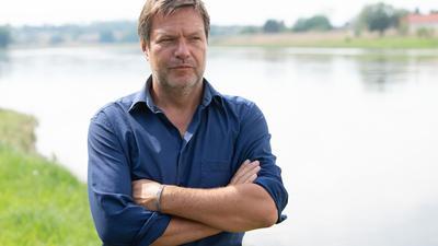 """""""Das Extrem wird zur Regel. Und das verändert die Grundannahmen, auf denen Landwirtschaft bisher betrieben wurde"""", sagt Robert Habeck."""