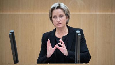Nicole Hoffmeister-Kraut (CDU) spricht im Landtag.