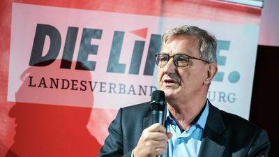 Bernd Riexinger, Bundesvorsitzender der Partei Die Linke, spricht bei einer Veranstaltung zu Parteimitgliedern.