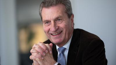 Günther Oettinger (CDU), ehemaliger EU-Kommissar und ehemaliger Ministerpräsident des Landes Baden-Württemberg, spricht während eines Interviews mit Journalisten der Deutschen Presse-Agentur.
