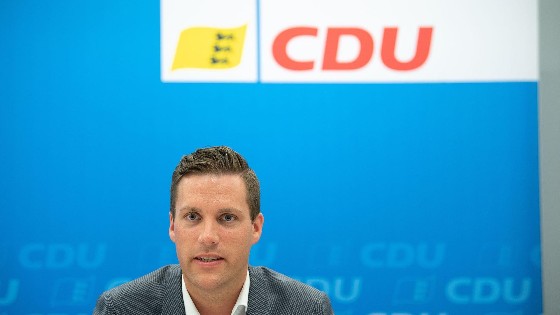 Der baden-württembergische CDU-Generalsekretär Manuel Hagel spricht bei einer Pressekonferenz.