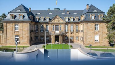 Die Sonne scheint auf das Staatsministerium von Baden-Württemberg.