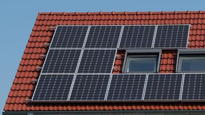 Die Photovoltaikanlage eines Wohnhauses.
