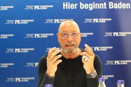"""Klare Kante: Uwe Hück erläutert beim BNN-Redaktionsgespräch seine Vorstellungen von einer bürgernahen Politik. Mit der SPD sei das aus seiner Sicht nicht mehr zu machen. Die Partei habe """"ihre Basis verloren""""."""