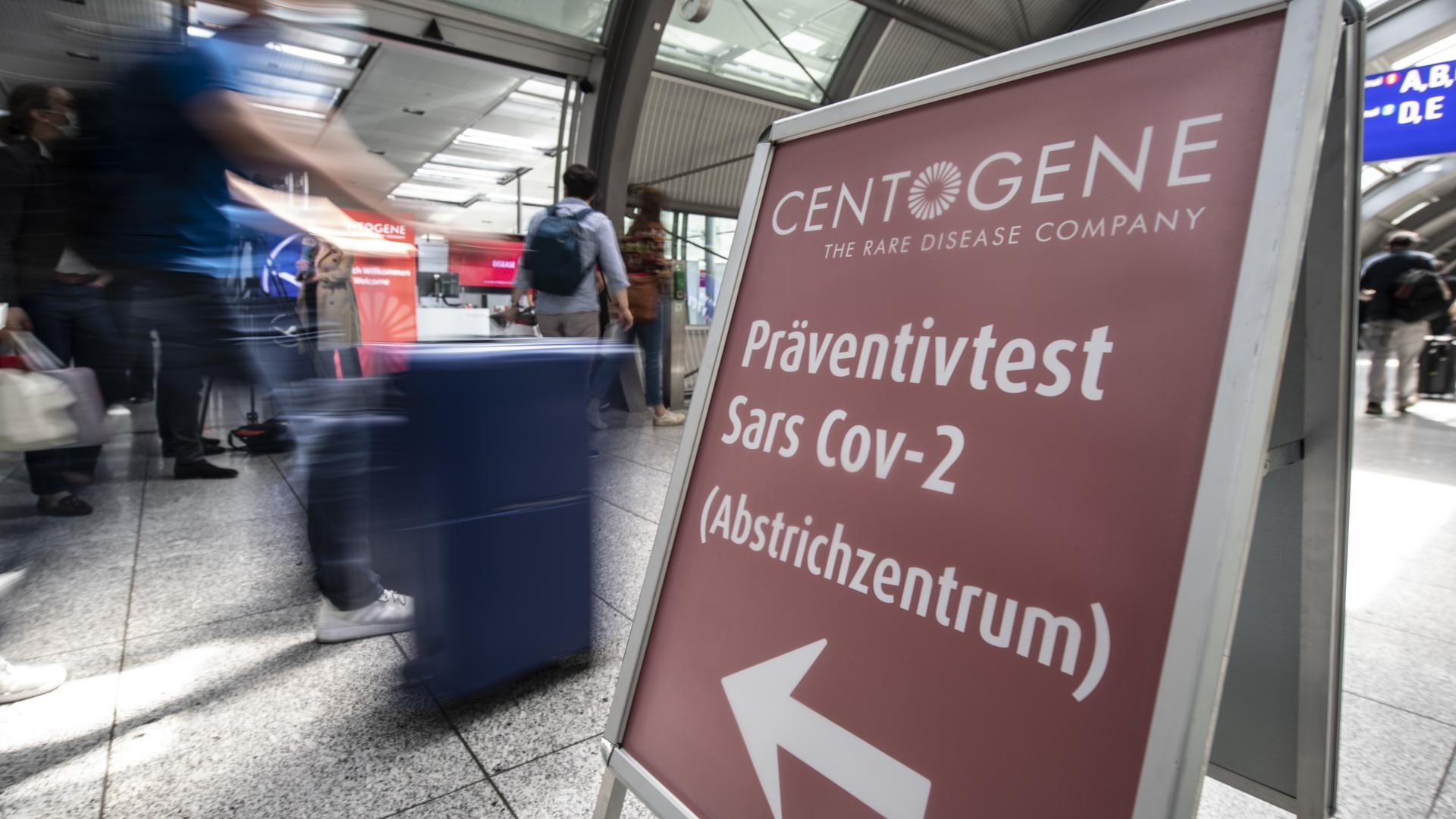 Zum Themendienst-Bericht von Jule Zentek vom 30. Juni 2020:Hier geht's lang zumCoronatest: AmFrankfurter Flughafen können sich Passagiere künftig vor dem Abflug auf eine Infektion mit dem Virus testen lassen.