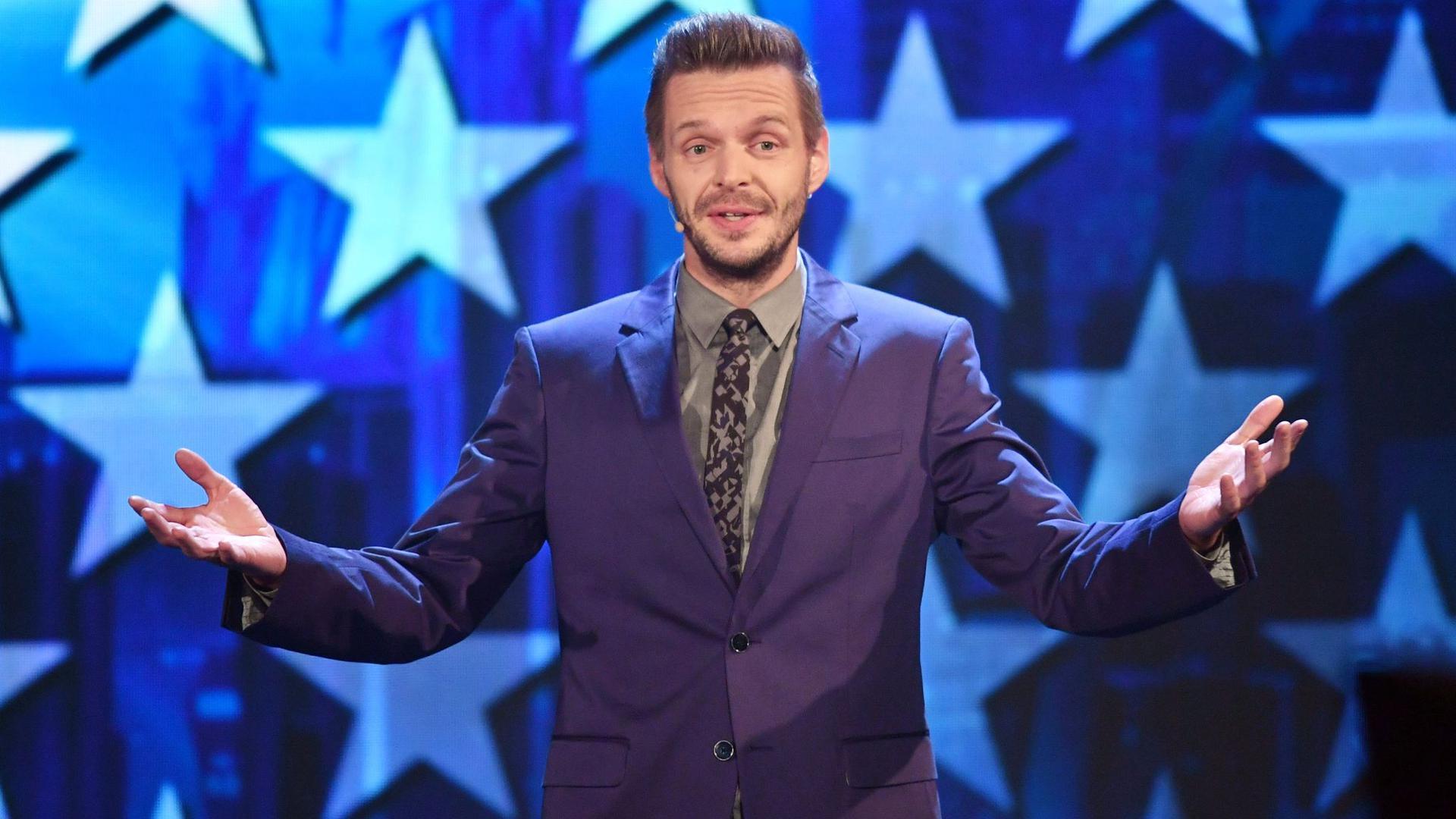 Kabarettist Florian Schroeder bei einemFernsehauftritt.