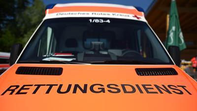 """Ein Rettungswagen mit der Aufschrift """"Rettungsdienst""""."""