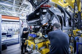 Mercedes-EQ. Produktion EQA im Werk Rastatt; EQA 250 (Stromverbrauch kombiniert: 15,7 kWh/100 km; CO2-Emissionen kombiniert: 0 g/km) // Mercedes-EQ. Production of the EQA in Rastatt plant; EQA 250 (combined electrical consumption: 15.7 kWh/100 km; combined CO2 emissions: 0 g/km)