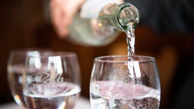 Mineralwasser in eiem Glas