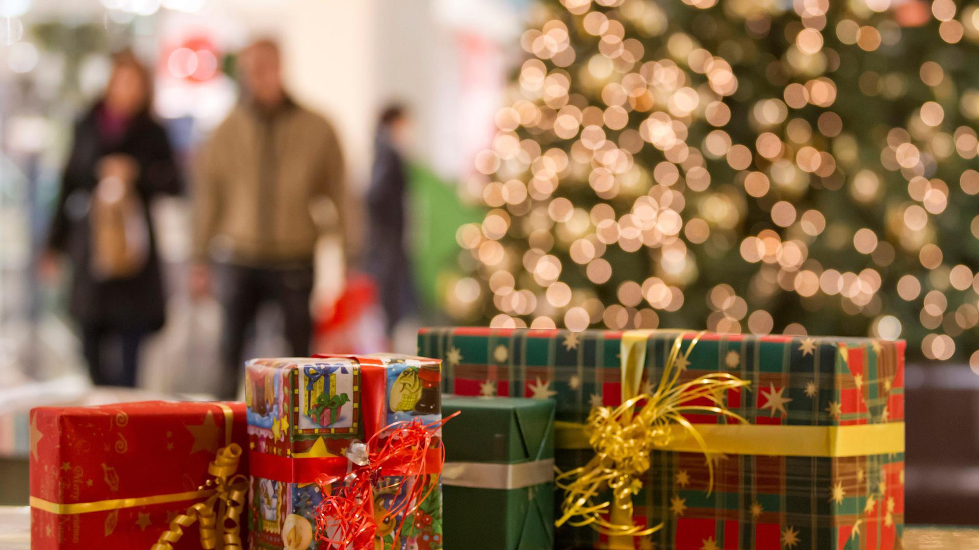 Geschenke in einem Einkaufszentrum