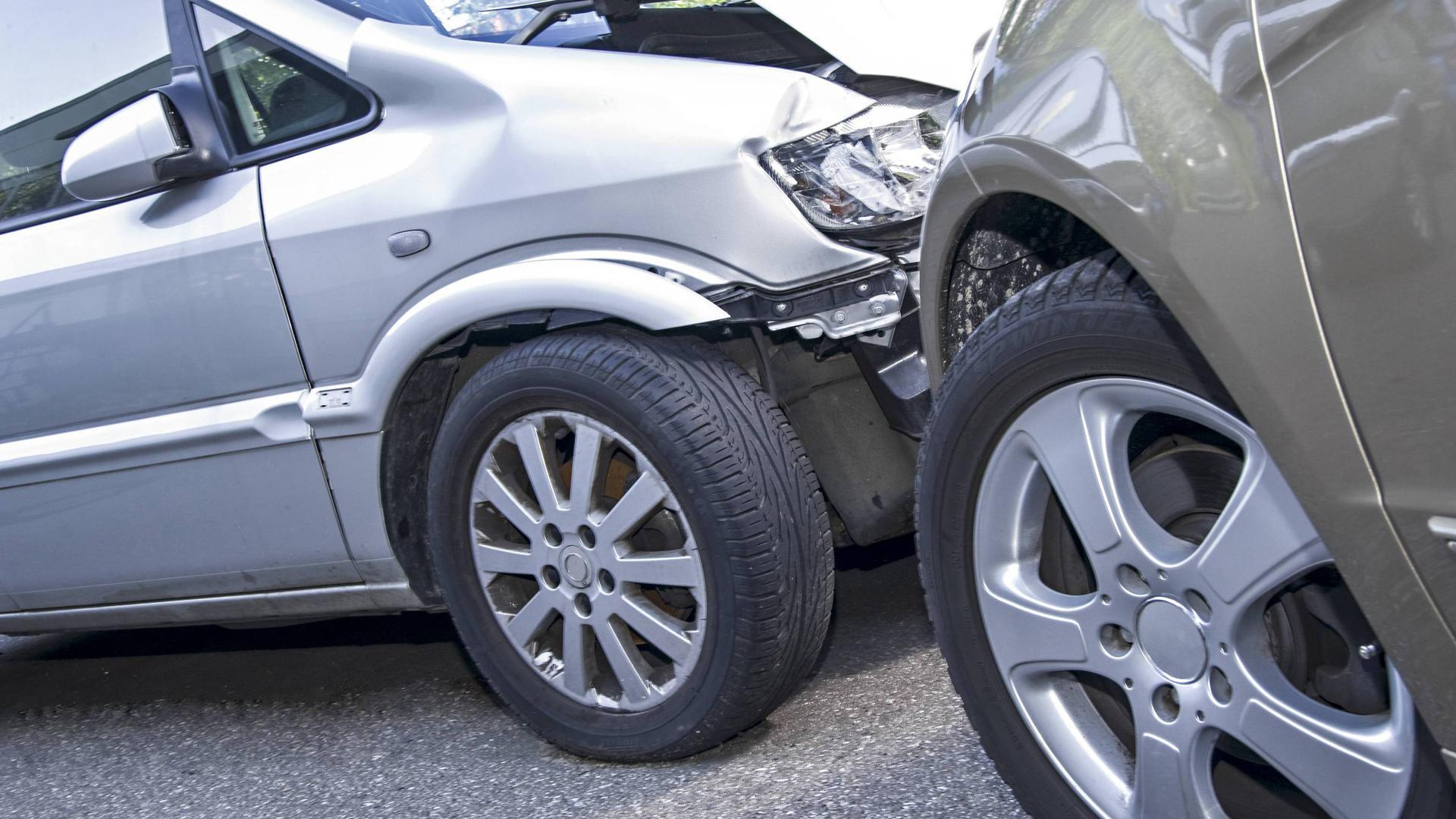 Autounfall, Blechschaden Copyright: xMEVx ALLMVBV1829  Car accident Sheet damage Copyright xMEVx ALLMVBV1829