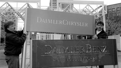 """1998 ging der """"Benz"""" verloren: Aus Daimler-Benz wird DaimlerChrysler. Die deutsch-amerikanische """"Hochzeit im Himmel"""" endete in einer Scheidung."""