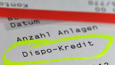 """ARCHIV - ILLUSTRATION - Auf einem Kontoauszug sind am 15.10.2012 in Berlin Angaben zum Dispositionskredit zu lesen. Commerzbank-Chef Blessing fordert ein Gesetz gegen die dauerhafte Nutzung von Dispo-Krediten. Foto: Jens Kalaene/dpa (zu dpa """"Commerzbank-Chef für Gesetz gegen Dispo-Dauernutzung"""" vom 22.04.2014) +++(c) dpa - Bildfunk+++"""