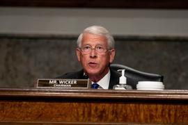 Roger Wicker, Senator des Bundesstaats Mississippi und Vorsitzender des Ausschusses für Handel, Wissenschaft und Verkehr, spricht bei der Senatsanhörung.