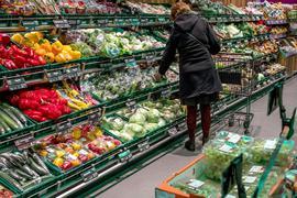 Die Teuerung bei frischen Lebensmitteln blieb im Juni hoch.