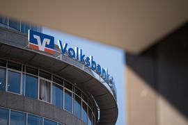 Volksbank-Logo an einer Filiale