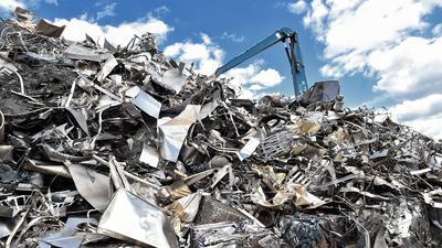 Der Schrottplatz der Firma Cronimet in Karlsruhe, auf dem auch Edelstahl recycelt wird.