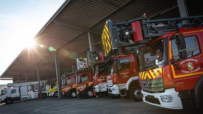 Feuerwehrautos auf dem Rosenbauer-Gelände.