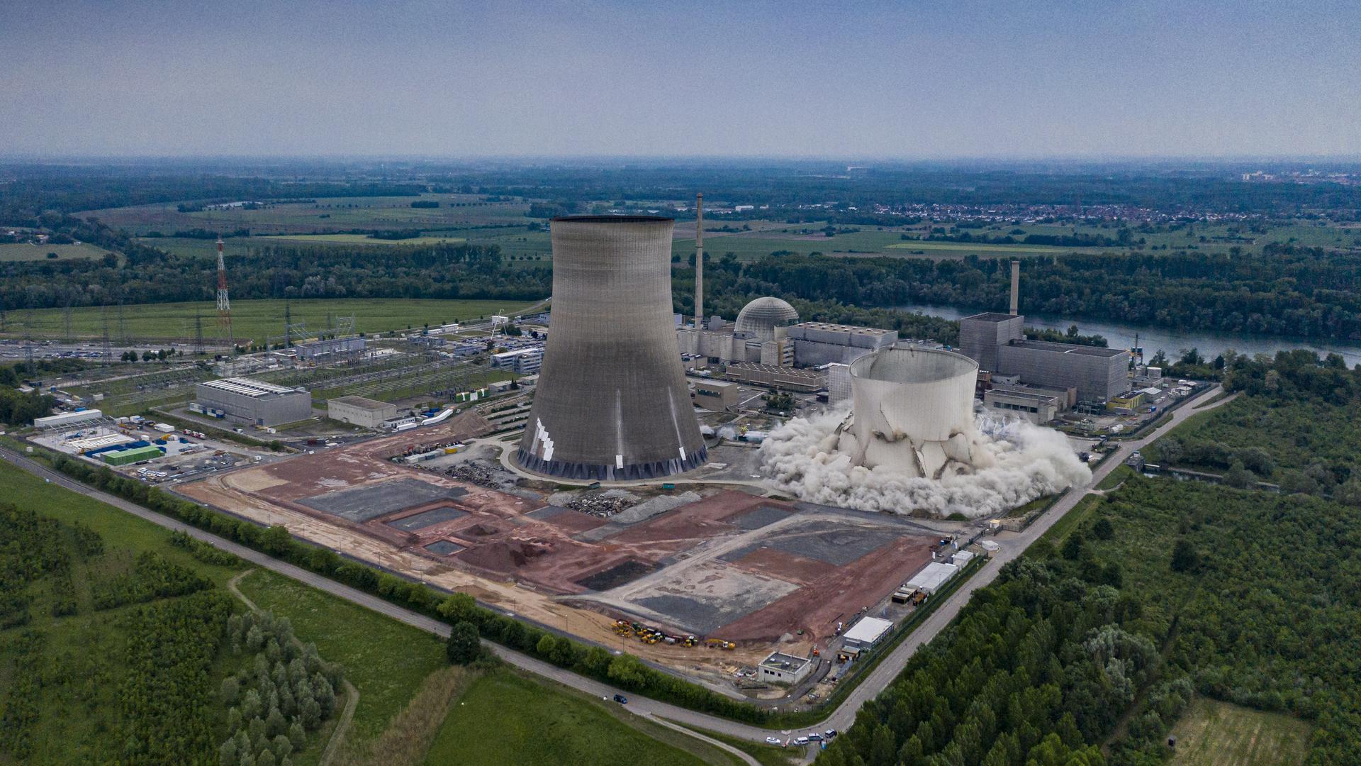 Sprengung der Kühltürme des Kernkraftwerk Philippsburg