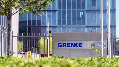 Der Schriftzug des Finanzdienstleisters Grenke AG steht an der Zentrale der MDAX notierten Aktiengesellschaft.