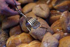 Das Foto zeigt am 14.01.2014 in Köln (Nordrhein-Westfalen) Brötchen in einer Bäckerei . Das Statistische Bundesamt gibt am 16.01.2014 den Verbraucherpreisindex für Deutschland bekannt. Foto: Oliver Berg/dpa +++(c) dpa - Bildfunk+++   Verwendung weltweit
